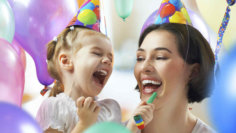 Madre E Hija En Cumpleanos Ara Blog